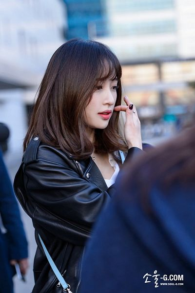 Tags: K-Pop, EXID, Hani, Leather Jacket, Pink Shirt, Blunt Bangs, Looking Away, Road, Necklace, Black Outerwear, Black Jacket
