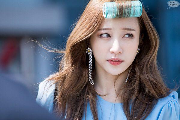 Tags: K-Pop, EXID, Hani, Hair Roller, Looking Away, Blue Shirt