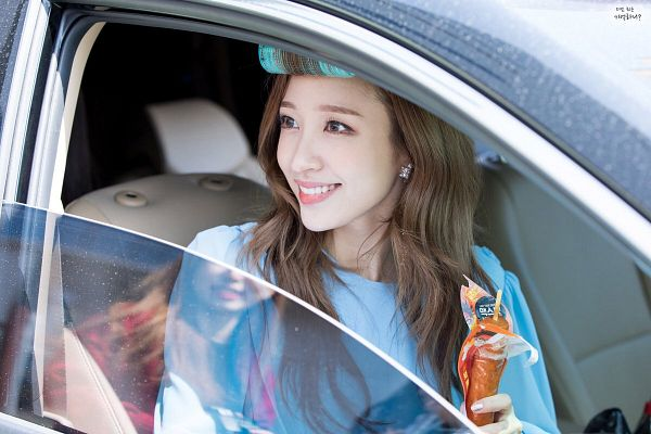 Tags: K-Pop, EXID, Hani, Blue Shirt, In Car, Sitting On Chair, Looking Away, Drinks, Window, Chair, Hair Roller
