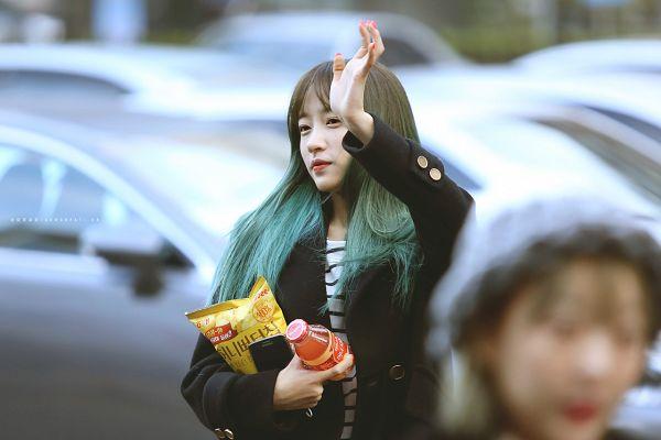 Tags: K-Pop, EXID, Hani, Wave, Striped Shirt, Striped, Green Hair, Multi-colored Hair, Amor Fati.