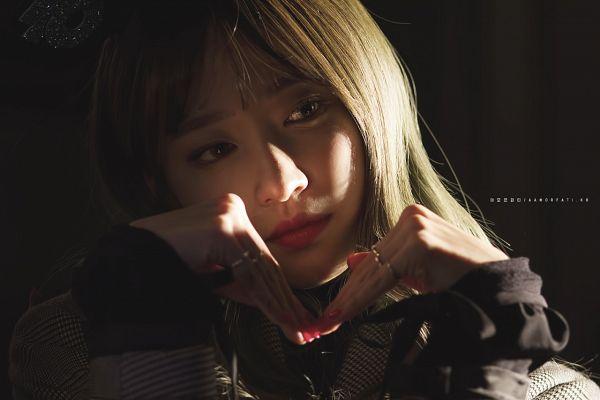 Tags: K-Pop, EXID, Hani, Dark Background, Looking Away, Black Background, Amor Fati.
