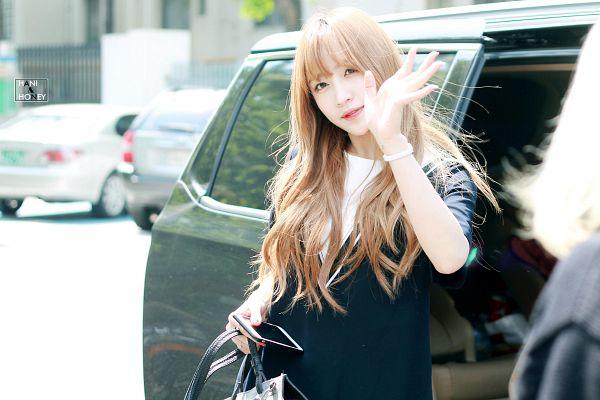 Tags: K-Pop, EXID, Hani, Wavy Hair, Outdoors, Wave, Car, Bracelet, Phone, Smartphone, Bag, Wallpaper