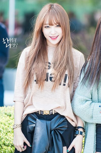 Tags: K-Pop, EXID, Hani, Nail Polish, Belt, Make Up, Bracelet, Outdoors, Brown Shirt, 19920501com, Android/iPhone Wallpaper