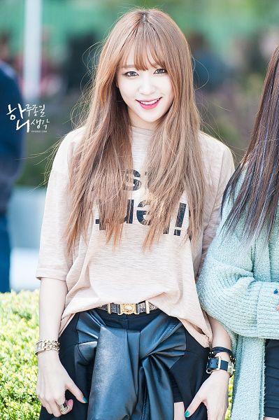 Tags: K-Pop, EXID, Hani, Brown Shirt, Nail Polish, Belt, Make Up, Bracelet, Outdoors, 19920501com, Android/iPhone Wallpaper