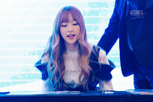Tags: K-Pop, EXID, Hani, Striped Background, Denim Dress, Blue Background, Eyes Half Closed, Looking Down, Wavy Hair, Sleep Page