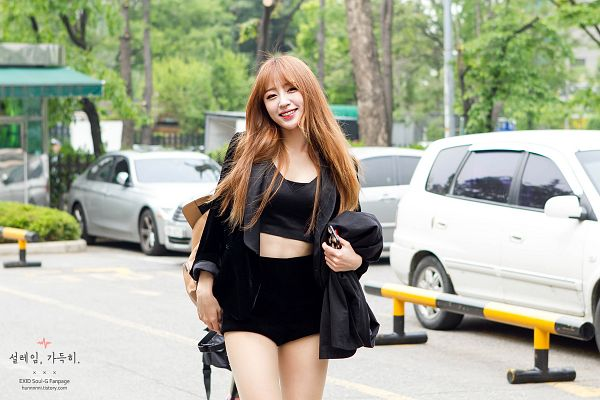 Tags: K-Pop, EXID, Hani, Car, Bare Legs, Black Shorts, Black Jacket, Outdoors, Eyes Half Closed, Shorts, Black Outerwear, Hunnnnni