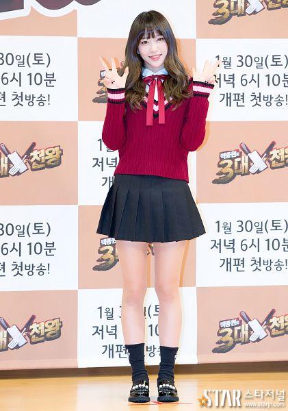 Tags: K-Pop, EXID, Hani, Bow, V Gesture, Sweater, Pleated Skirt, Skirt, Korean Text, Bare Legs, Black Legwear, Checkered