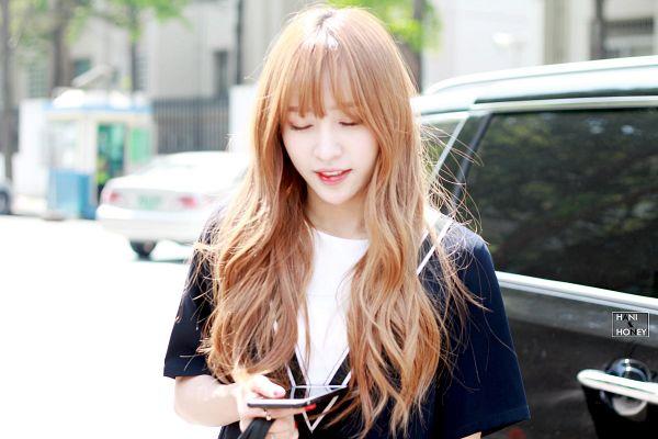 Tags: K-Pop, EXID, Hani, Outdoors, Car, Phone, Smartphone, Hani & Honey, Wallpaper