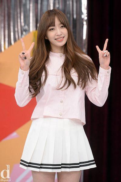 Tags: K-Pop, EXID, Hani, V Gesture, Bare Legs, Make Up, Skirt, Looking Ahead, Nail Polish, Pleated Skirt, White Skirt, Pink Shirt