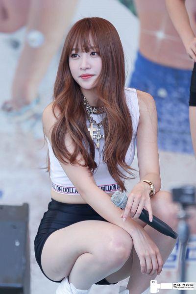 Tags: K-Pop, EXID, Hani, Midriff, White Footwear, Necklace, Arm On Leg, Looking Away, Bare Legs, Bracelet, Sleeveless, Hand On Arm