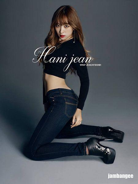Tags: K-Pop, EXID, Hani, Full Body, High Heeled Boots, Kneeling, Black Footwear, Black Shirt, Jeans, Red Lips, High Heels, Gray Background