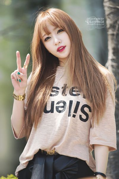 Tags: K-Pop, EXID, Hani, Skirt, Black Shorts, Nail Polish, Shorts, Outdoors, Make Up, V Gesture, Bracelet, Brown Skirt