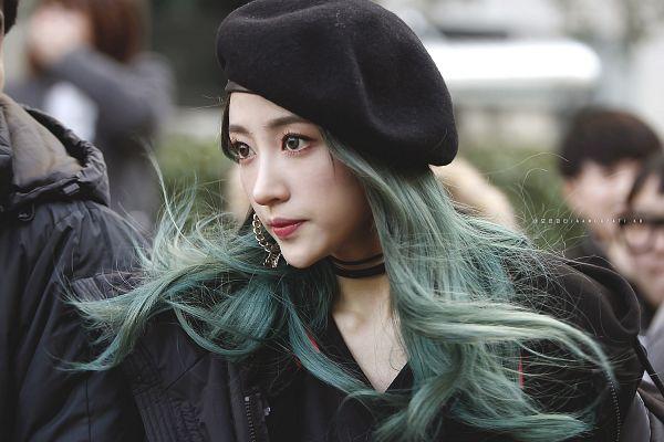 Tags: K-Pop, EXID, Hani, Black Outerwear, Choker, Black Jacket, Green Hoodie, Looking Away, Outdoors, Hat, Black Headwear, Amor Fati.