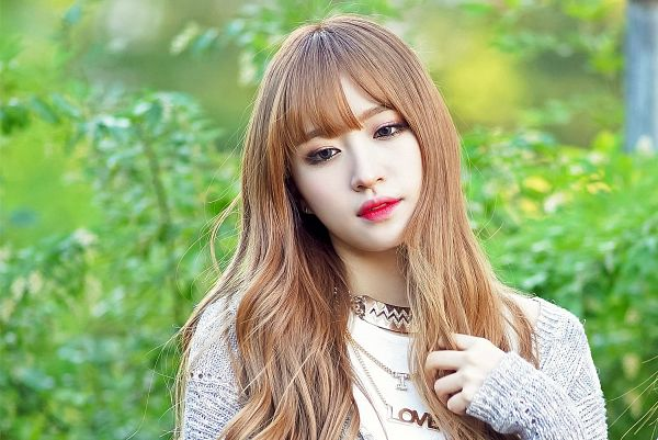 Tags: K-Pop, EXID, Hani, Hand In Hair, Necklace, Cardigan, Outdoors, Gray Outerwear, Green Background, Wallpaper