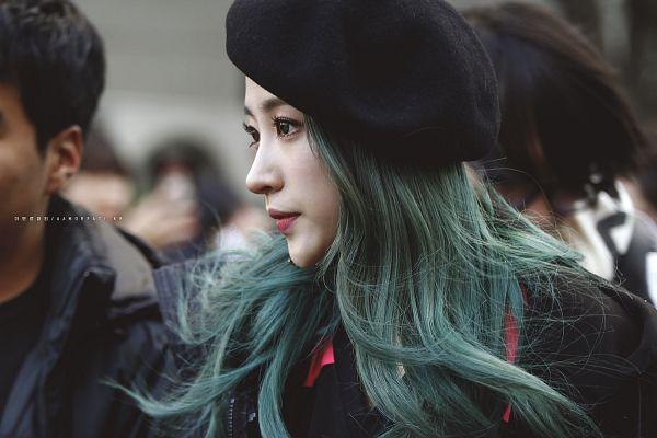 Tags: K-Pop, EXID, Hani, Red Lips, Green Hair, Outdoors, Looking Away, Black Headwear, Hat, Black Outerwear, Black Jacket, Wallpaper