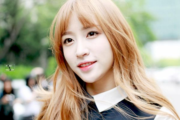 Tags: K-Pop, EXID, Hani, Outdoors, Black Outfit, Looking Up, Black Dress, Wallpaper, Hani & Honey