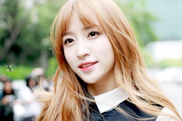 Tags: K-Pop, EXID, Hani, Outdoors, Black Outfit, Looking Up, Black Dress, Hani & Honey, Wallpaper