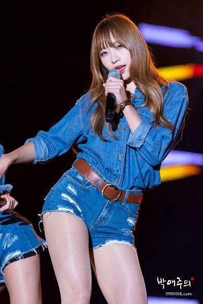Tags: K-Pop, EXID, Hani, Singing, Belt, Contact Lenses, Jeans, Denim Shorts, Bracelet, Blue Eyes, Bare Legs, Shorts