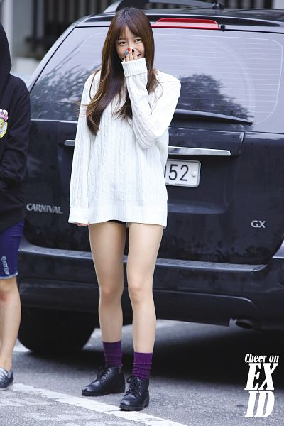 Tags: K-Pop, EXID, Hani, Covering Mouth, Socks, Black Footwear, Android/iPhone Wallpaper