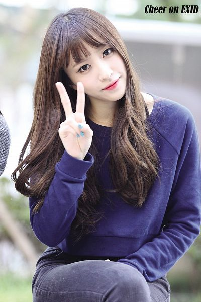 Tags: K-Pop, EXID, Hani, V Gesture, Blue Shirt