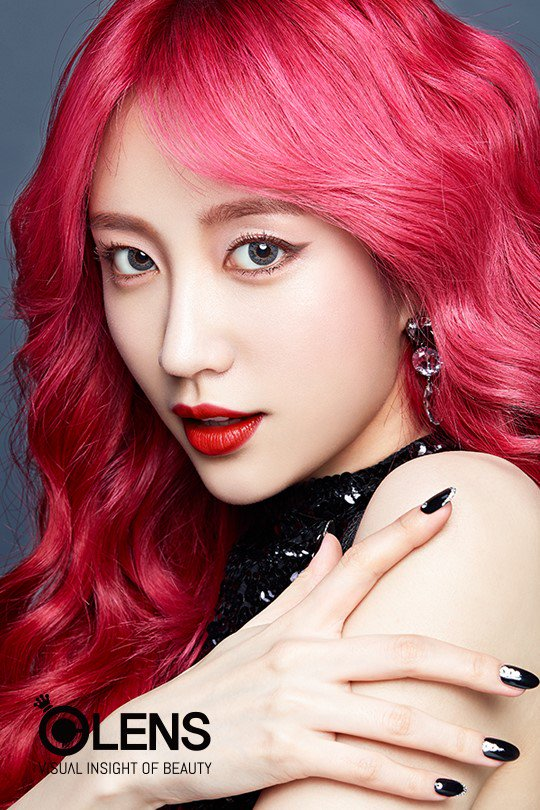 Tags: K-Pop, EXID, Hani, Contact Lenses, Sleeveless, Red Lips, Black Outfit, Bare Shoulders, Red Hair, Make Up, Close Up, Text: Brand Name