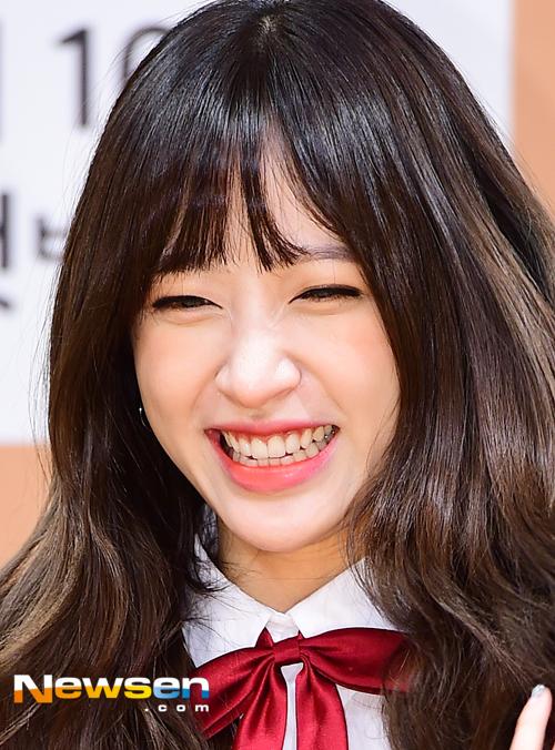 Tags: K-Pop, EXID, Hani, Red Bow, Bow, Eyes Half Closed, Newsen