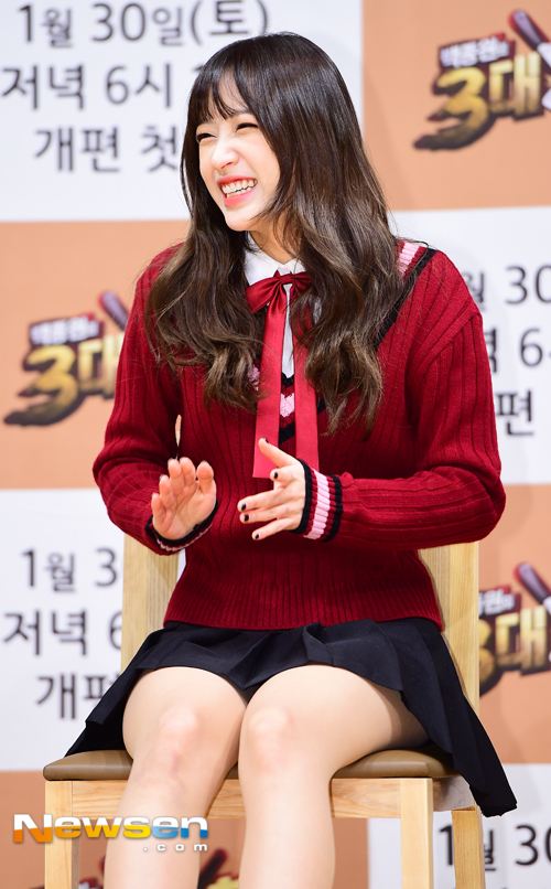 Tags: K-Pop, EXID, Hani, Chair, Eyes Half Closed, Red Bow, Black Skirt, Red Shirt, Sitting On Chair, Bow, Skirt, Pleated Skirt