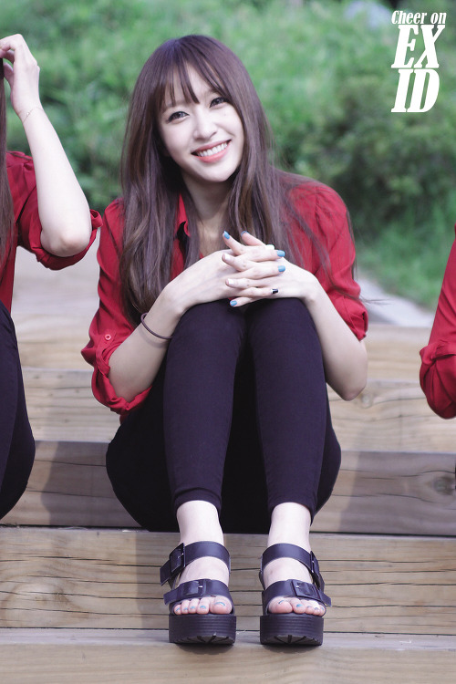 Tags: K-Pop, EXID, Hani, Black Footwear, Interlocked Fingers, Black Pants, Red Shirt
