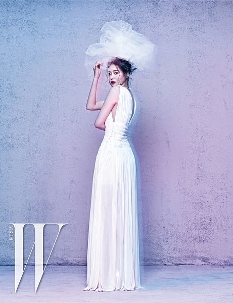 Tags: K-Pop, KARA, Hara Goo, Sleeveless, Veil, White Outfit, Wedding Dress, Hair Up, White Headwear, Text: Magazine Name, Full Body, Sleeveless Dress
