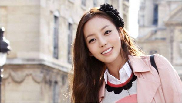 Tags: K-Pop, KARA, Hara Goo, Black Headwear, Pink Outerwear, Grin, Pink Jacket, Sweater, Outdoors, Wallpaper