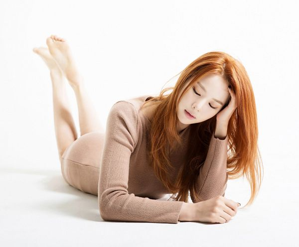 Tags: K-Pop, EXID, Heo Solji, White Background, Barefoot, Brown Outfit, Laying On Stomach, Laying Down, Bare Legs, Hand In Hair, Eyes Closed, Brown Dress