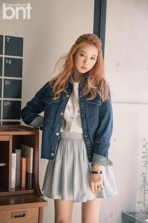 Tags: K-Pop, EXID, Heo Solji, Denim Jacket, Text: Magazine Name, Pleated Skirt, Hand On Hip, Gray Skirt, International Bnt