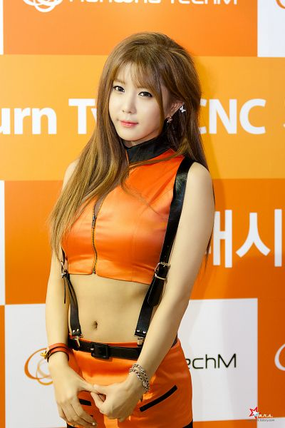 Tags: K-Pop, Berry Chu, Heo Yun-mi, Midriff, Skirt, Suspenders, Blunt Bangs, Sleeveless Shirt, Orange Shirt, Looking Away, Contact Lenses, Sleeveless