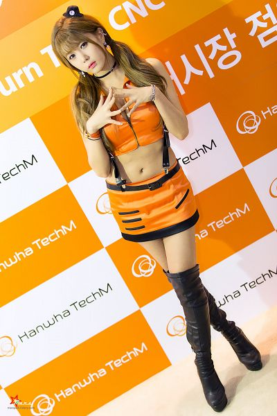 Tags: K-Pop, Berry Chu, Heo Yun-mi, Miniskirt, Orange Shirt, Blunt Bangs, Choker, Skirt, Sleeveless Shirt, Sleeveless, Black Footwear, Boots