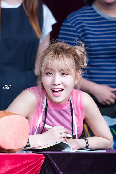 Tags: K-Pop, Twice, Hirai Momo, Android/iPhone Wallpaper