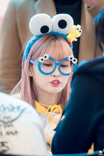 Tags: K-Pop, Twice, Hirai Momo, Glasses, Fansigning Event