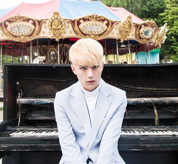 Tags: K-Pop, AxisB, Curious (Song), Honey, Piano, Amusement Park, Carousel, Musical Instrument