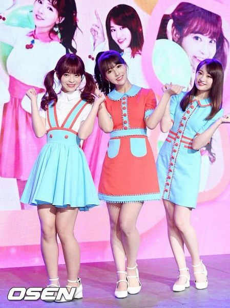 Tags: K-Pop, Honey Popcorn, Yua Mikami, Miko Matsuda, Moko Sakura, Hair Up, Red Hair, Collar (Clothes), Blunt Bangs, Blue Skirt, High Heels, Short Sleeves