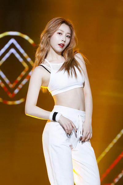 Tags: K-Pop, Sonamoo, Hong Euijin