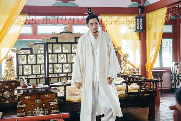 Tags: K-Drama, Hong Jong-hyun, Table, Curtain, Korean Clothes, Lamp, Blanket, Bed, White Outfit, Beard, Box, Standing