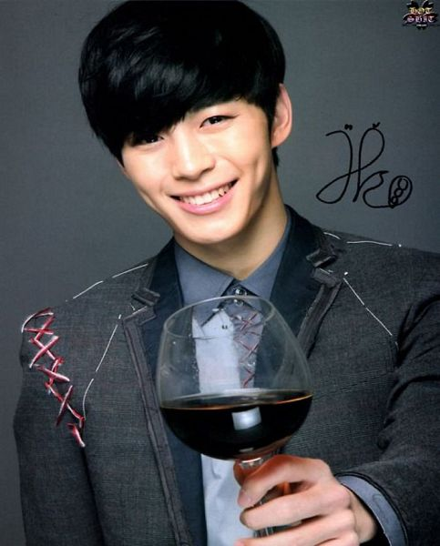 Tags: K-Pop, VIXX, Hongbin, Alcohol, Gray Jacket, Gray Outerwear, Gray Shirt, Signature, Wine, Gray Background, Glass (Cup), Cup