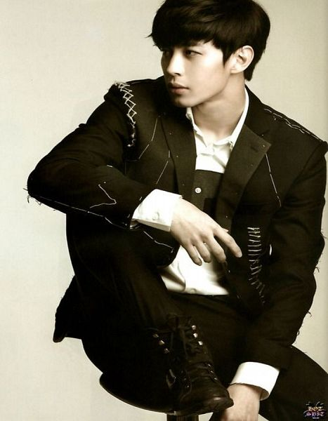 Tags: K-Pop, VIXX, Hongbin, Black Jacket, Boots, Black Footwear, Gray Background, Looking Away, Black Pants, Shoes, Scan