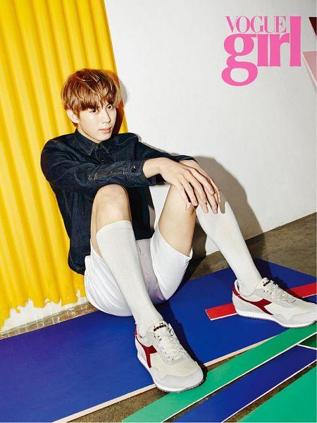 Tags: K-Pop, VIXX, Hongbin, White Shorts, White Legwear, Denim Shirt, White Footwear, Leaning Back, Shoes, Bare Legs, Sneakers, Sitting On Ground