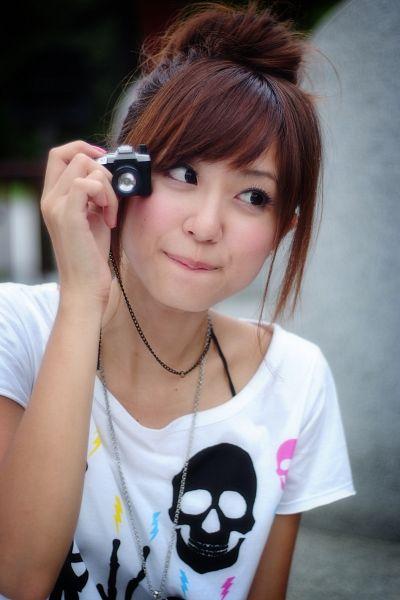 Tags: C-Pop, Popu Lady, Hongshi, Hair Up, Camera, Android/iPhone Wallpaper