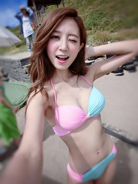 Tags: C-Pop, Popu Lady, Hongshi, Swimsuit, Wink, Suggestive, Selca
