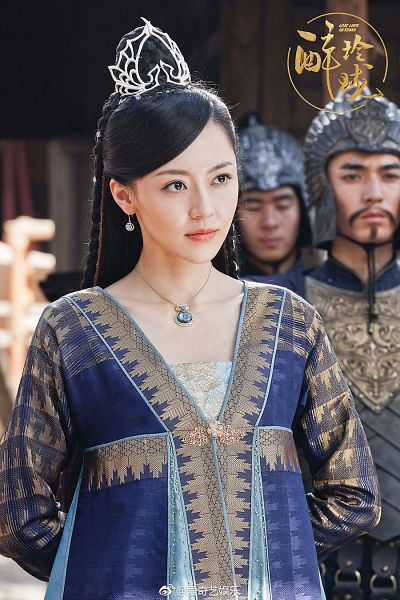 Tags: C-Drama, Huang Mengying, Serious, Necklace, Chinese Text, Beard, Blue Dress, Armor, Blue Outfit, Mustache, Traditional Clothes, Chinese Clothes