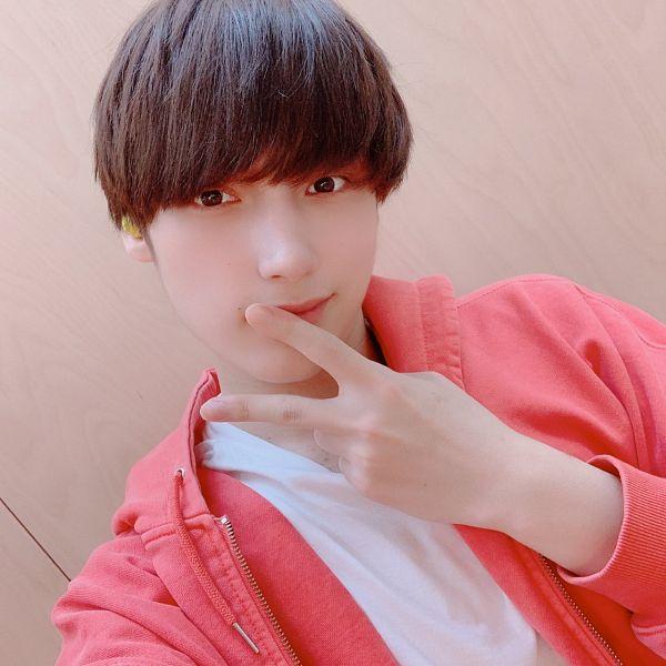 Tags: K-Pop, TXT, Huening Kai, V Gesture