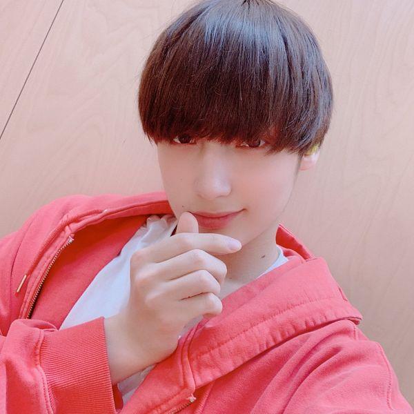 Tags: K-Pop, TXT, Huening Kai, Heart Gesture