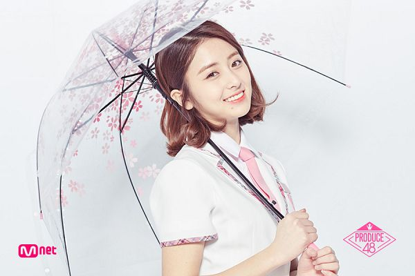Tags: Television Show, K-Pop, Huh Yunjin, Holding Object, Text: Series Name, Umbrella, Close Up, Pink Neckwear, Collar (Clothes), Tie, Short Sleeves, White Outerwear