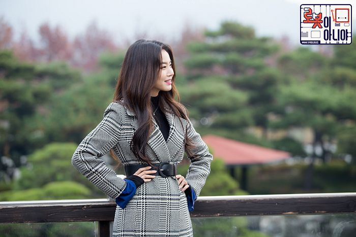 Tags: K-Drama, Hwang Seung-eon, Text: Series Name, Tree, Gray Outerwear, Hand On Hip, Coat, Plant, Belt, Korean Text, I'm Not a Robot